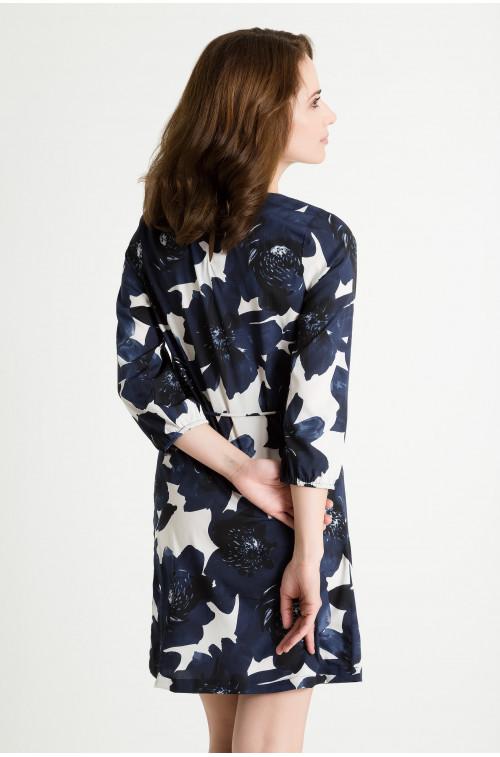Elagancka sukienka z paskiem