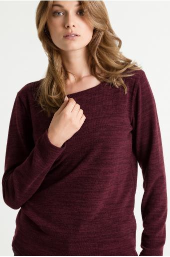 Sweter z zaokrąglonym dołem