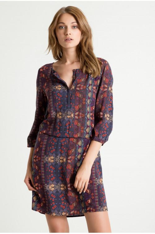 Wiskozowa sukienka z podkreśloną talią