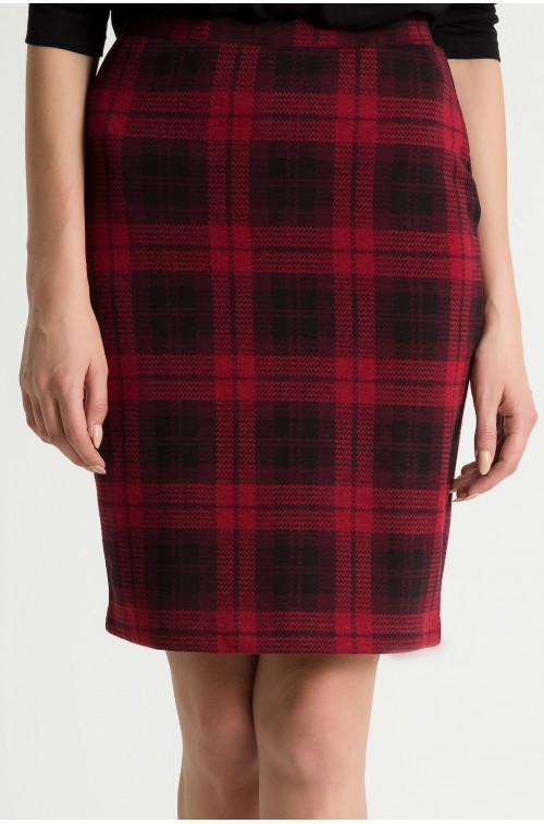 Ołówkowa spódnica w czerwoną kratę
