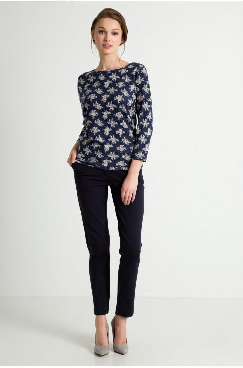 Sweter z nadrukiem kwiatowym