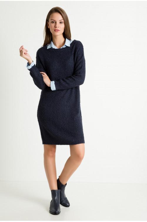 Długi, ciepły sweter typu 'oversize'