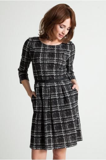 Sukienka dzianinowa w kratę