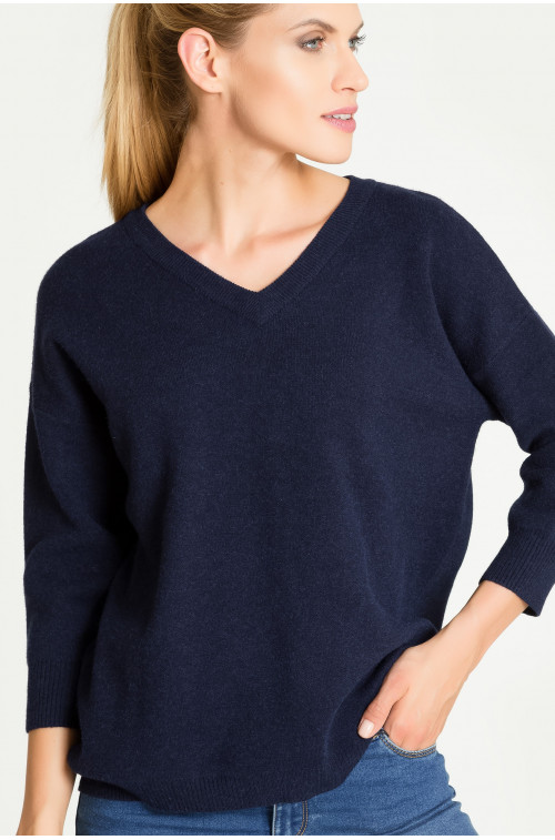 Ciepły sweter z dekoltem w szpic
