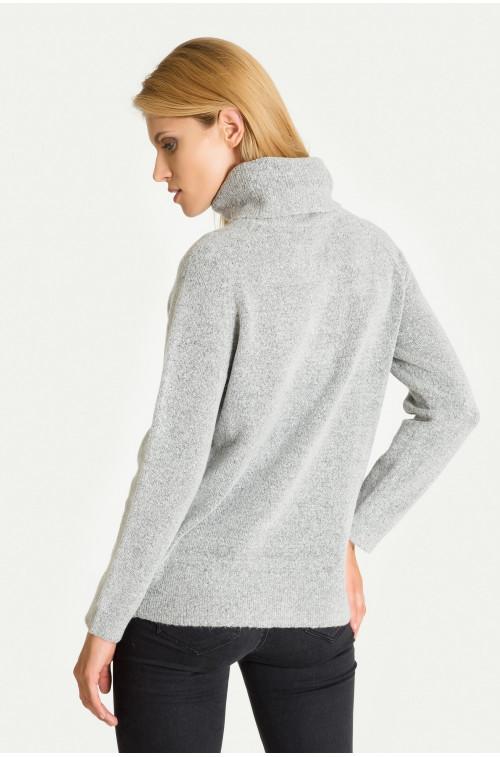Ciepły sweter z golfem