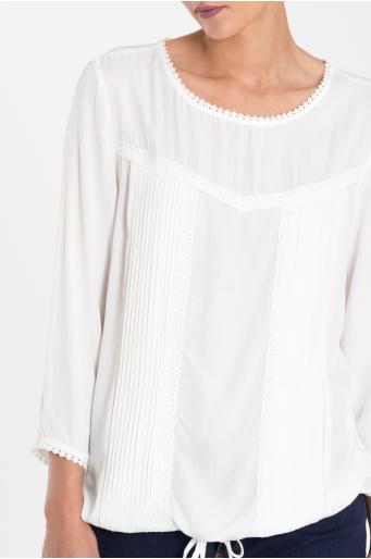 Wiskozowa bluzka z koronką i dekoracyjnymi zakładkami