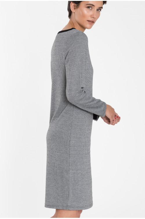 Dopasowana sukienka dzianinowa z kontrastowymi wstawkami