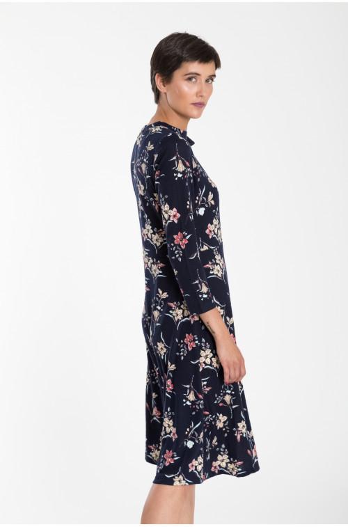 Rozkloszowana sukienka dzianinowa z nadrukiem