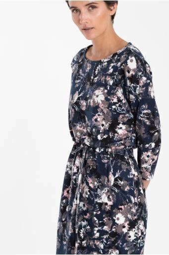 Sukienka dzianinowa z troczkiem w talii