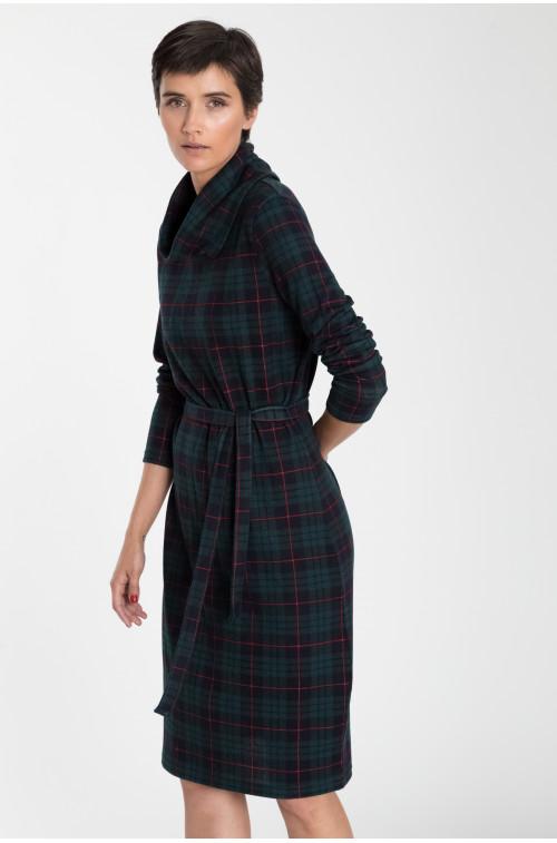 Sukienka dzianinowa z golfem i paskiem w talii