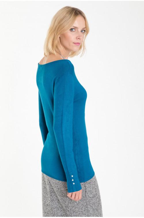 Klasyczny sweter z ozdobnymi guzikami na rękawach