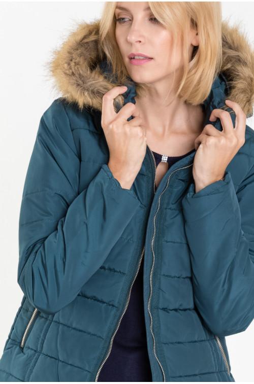 Pikowana kurtka z odpinanym kapturem obszytym futerkiem