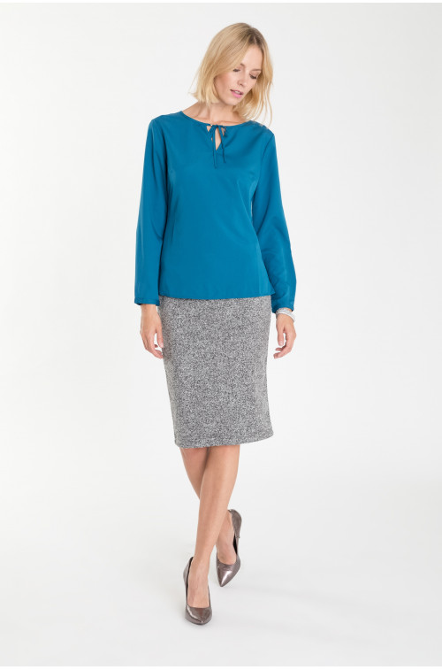 Elegancka bluzka z dekoracyjnym wiązaniem
