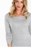 Klasyczny sweter z motywem dekoracyjnym