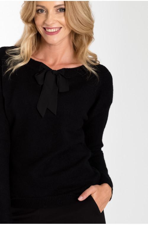 Sweter z ozdobnym wiązaniem