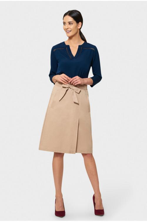 Beżowa spódnica z paskiem