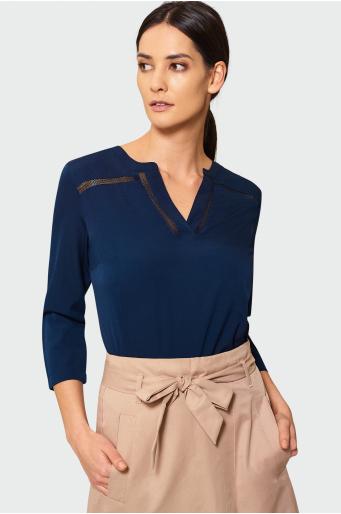 Granatowa bluzka z ozdobną mereżką
