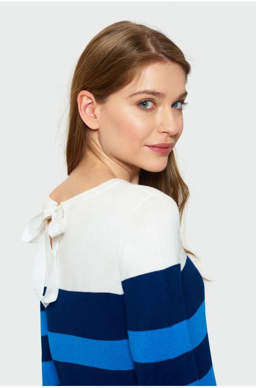Sweterek z ozdobnym wiązaniem z tyłu