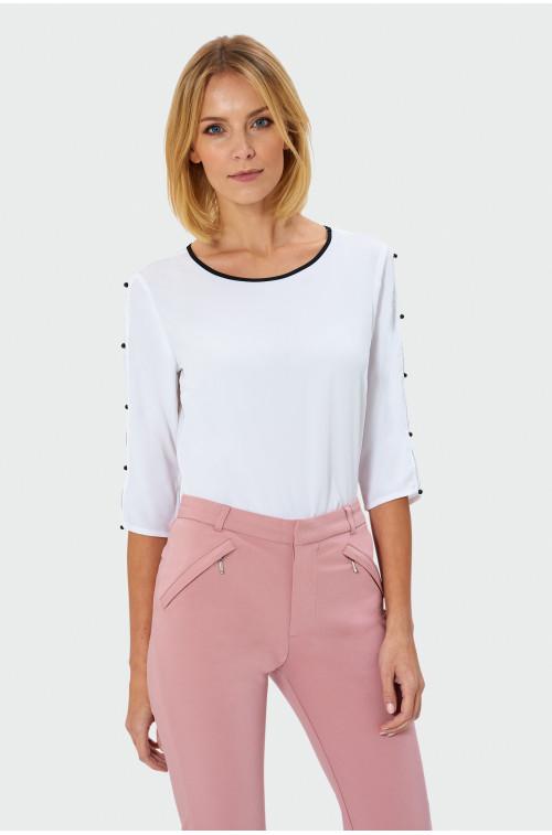 Elegancka bluzka z ozdobnymi perełkami