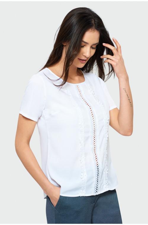 Biała bluzka z dekoracyjnymi koronkami