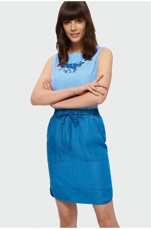 Błękitna bluzka z haftem