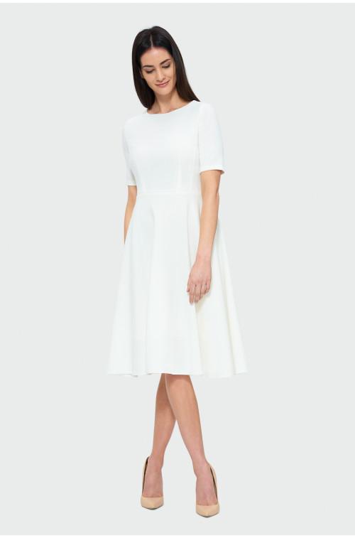 Rozkloszowana sukienka midi