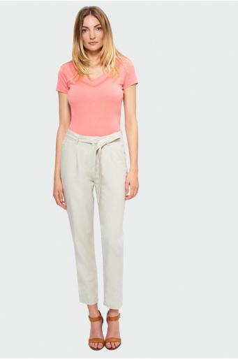 Beżowe spodnie z paskiem