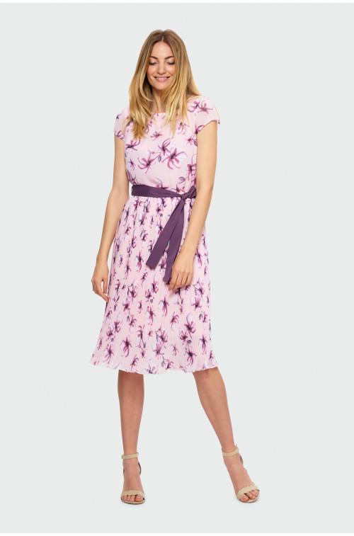 Plisowana sukienka z wiązaniem w talii