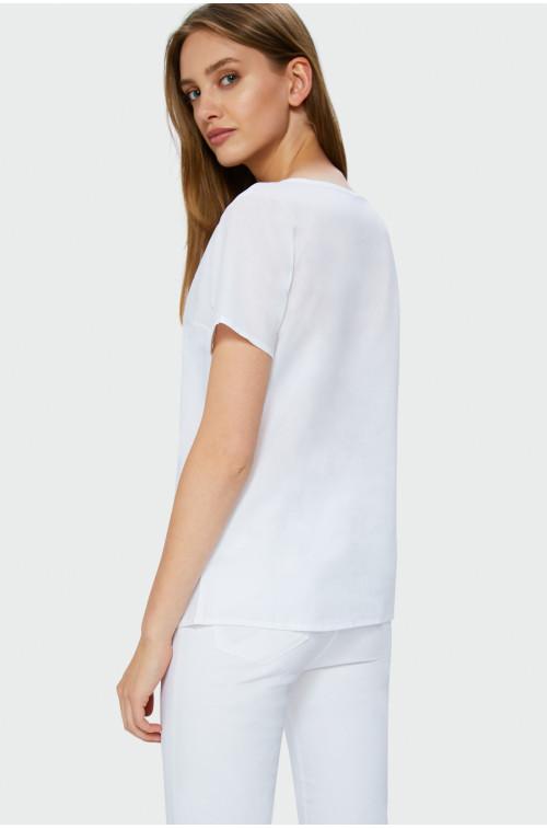 Biała bluzka z ozdobną koronką