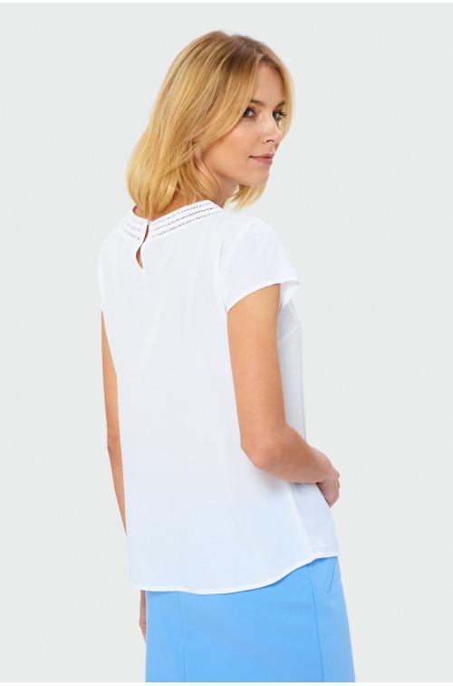 Biała bluzka z ozdobną mereżką