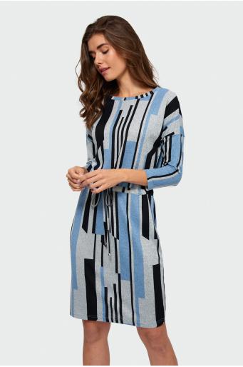 Sukienka o prostym kroju z nadrukiem