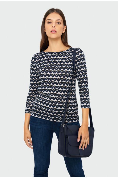 Wzorzysty sweter o dopasowanym kroju