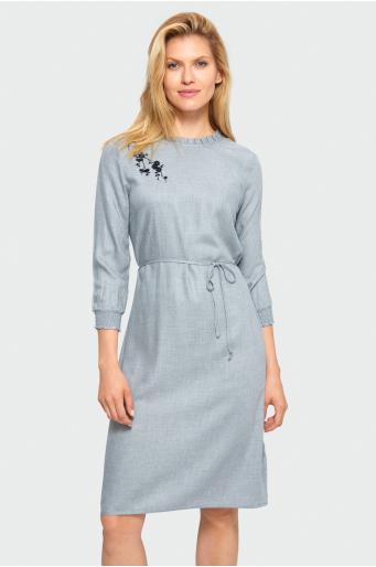 Wiskozowa sukienka o prostym kroju