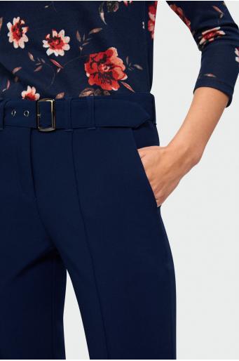Granatowe spodnie w kant