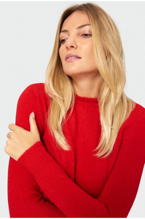 Czerwony sweter z riuszką