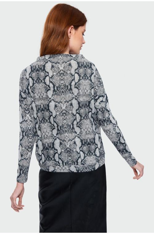 Wzorzysty sweter o luźnym kroju