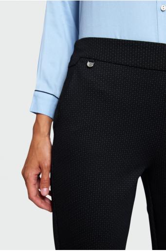 Wzorzyste spodnie o klasycznym kroju