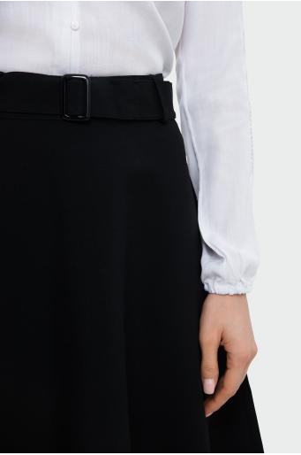 Rozkloszowana spódnica z paskiem