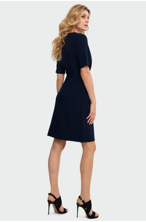 Elegancka sukienka z zakładkami