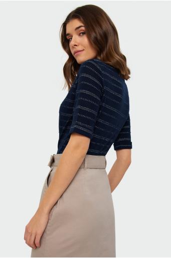 Dopasowany sweter z połyskiem