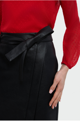 Asymetryczna spódnica z paskiem