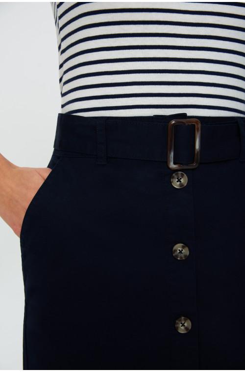 Ołówkowa spódnica z guziakmi