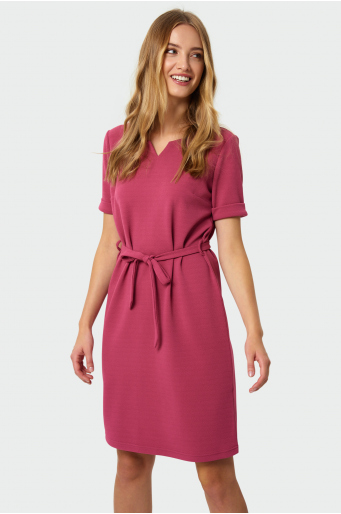Elegancka sukienka z paskiem