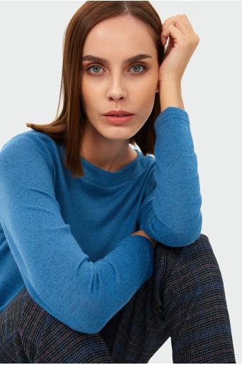 Sweter o prostym kroju