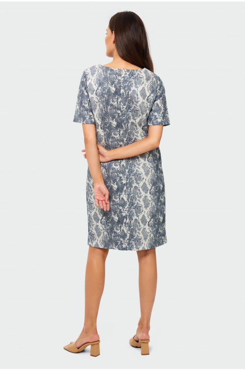 Sukienka o luźnym kroju z nadrukiem