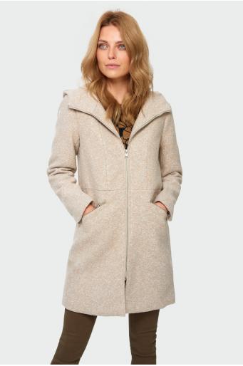 Płaszcz a kapturem