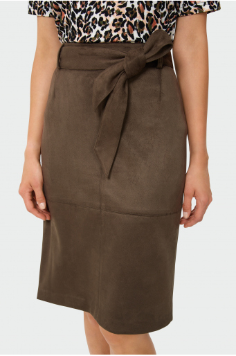 Ołówkowa spódnica z paskiem