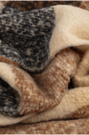 Ciepły, kolorowy szal
