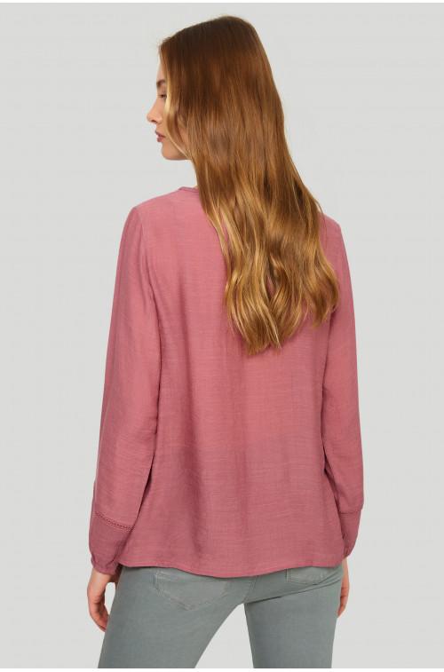 Elegancka bluzka z ozdobnymi koronkami i mereżkami