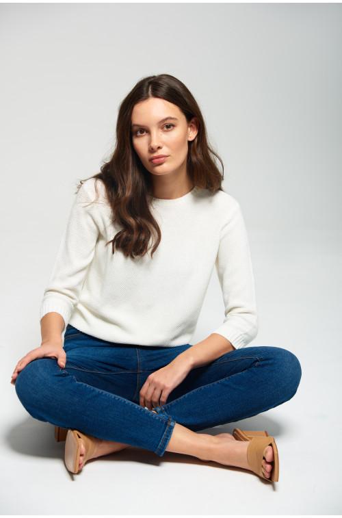 Sweter ze strukturalnym splotem